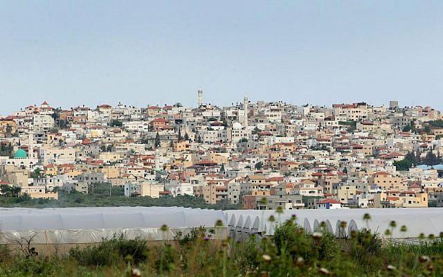 Vue de la ville arabe israélienne de Baqa al-Gharbiya. (Crédit : Moshe Shai/Flash90)