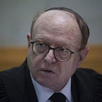 Dr. Yaakov Weinroth à la Cour suprême, le 24 février 2014. (Crédit : Yonatan Sindel/Flash90)