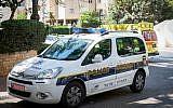 A titre d'illustration : Une voiture de police israélienne à Petah Tikva, le 4 août 2017. (Roy Alima/ Flash90)
