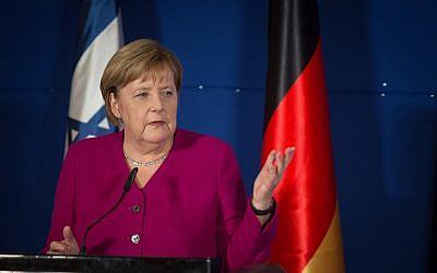 La chancelière allemande Angela Merkel pendant une conférence de presse conjointe avec le Le Premier ministre Benjamin Netanyahu à l'hôtel King David de Jérusalem, le 4 octobre 2018 (Crédit :Hadas Parush/Flash90 )