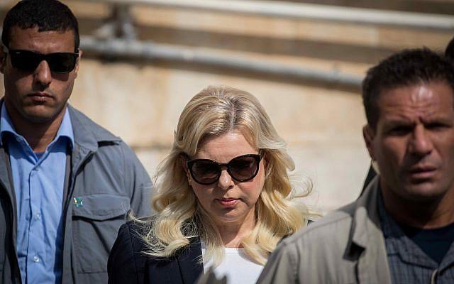 Sara Netanyahu, épouse du Premier ministre, arrive au tribunal de Jérusalem le 7 octobre 2018. (Crédit : Yonatan Sindel/Flash90)