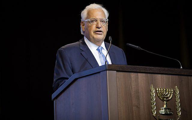 L'ambassadeur américain en Israël David Friedman s'exprime lors d'un événement réunissant les médias chrétiens à Jérusalem, le 14 octobre 2018 (Crédit : Yonatan Sindel/Flash90)