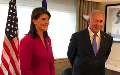 L'ambassadrice américaine aux Nations unies Nikki Haley, à gauche, rencontre le Premier ministre Benjamin Netanyahu à New York pendant l'Assemblée générale de l'ONU, le 25 septembnre 2018 (Crédit : Avi Ohayun/GPO)
