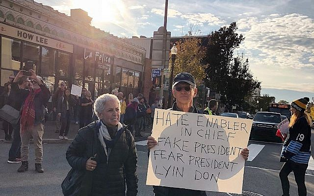 "A la marche anti-Trump ""Pittsburgh aime tous nos voisins"" ,, le 30 octobre 2018 (Crédit : Amanda Borschel-Dan/Times of Israel)"