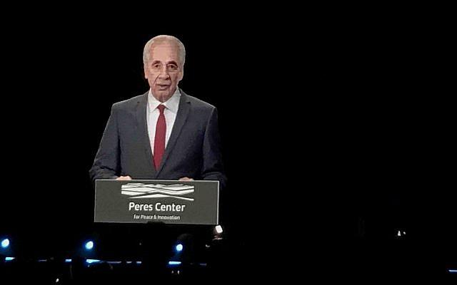 Un hologramme de Shimon Peres, au Sommet de l'Innovation, le 25 octobre 2018. (Crédit : Shoshanna Solomon/Times of Israel)