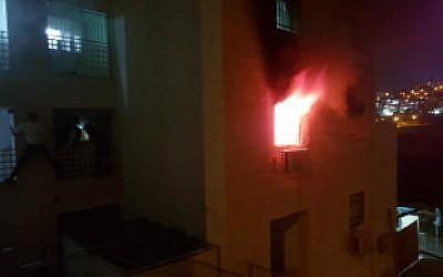Un feu dans une résidence de Beitar Ilit, le 9 octobre 2018 (Crédit :Service des incendies / Région de Shai)