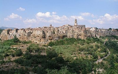 Vue du village italien de Pitigliano, en Toscane (Crédit; GiorgioPro/Wikimedia Commons)