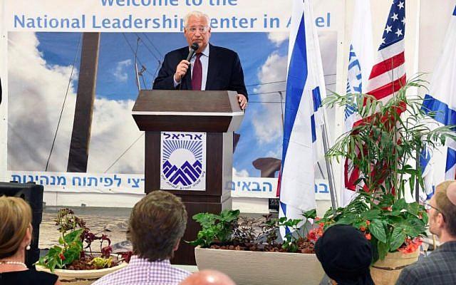 L'ambassadeur américain en Israël   David Friedman lors d'un événement organisé par la chambre de commerce de Judée-Samarie dans l'implantation d'Ariel, au nord de la Cisjordanie, le 16 octobre 2018 (Crédit : Matty Stern/US Embassy)