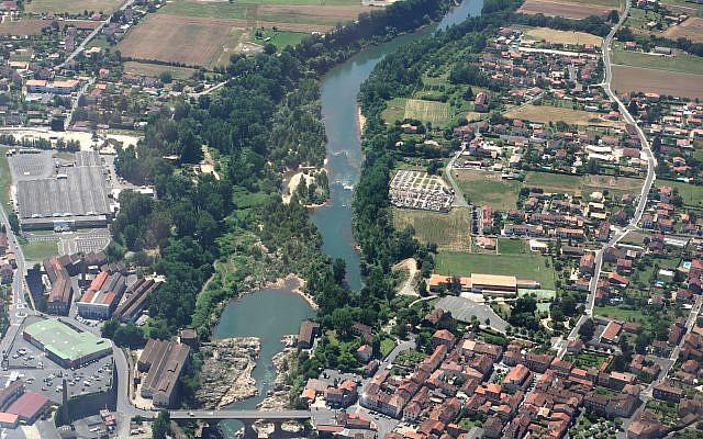 Vue aérienne d'Arthès dans le Tarn (Crédit: Duch.seb/Wikimedia Commons)
