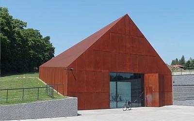 Le musée de la famille Ulma, consacré aux Polonais qui ont sauvé des Juifs pendant la Seconde guerre mondiale (Crédit : CC BY-SA 4.0 Wikipedia/ Maciej Szczepanczyk)