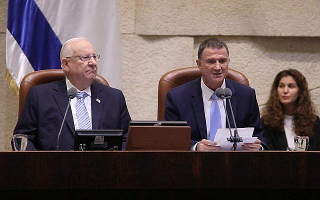 Le Président Reuven Rivlin (à gauche) et le président de la Knesset Yuli Edelstein à l'ouverture de la séance d'hiver de la Knesset, le 15 octobre 2018. (Knesset)