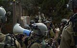 Opération de l'armée israélienne dans le village de Shuweika, en Cisjordanie, le 7 octobre 2018. (Crédit : armée israélienne)