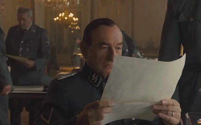 Ben Kingsley incarne Adolf Eichmann dans 'Operation Finale.' (Crédit : capture d'écran YouTube)