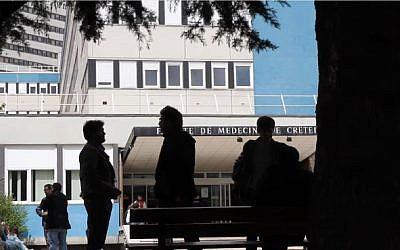 Entrée de la faculté de médecine de Créteil en 2012 (Crédit: capture d'écran facdemedecinecreteil/Youtube)
