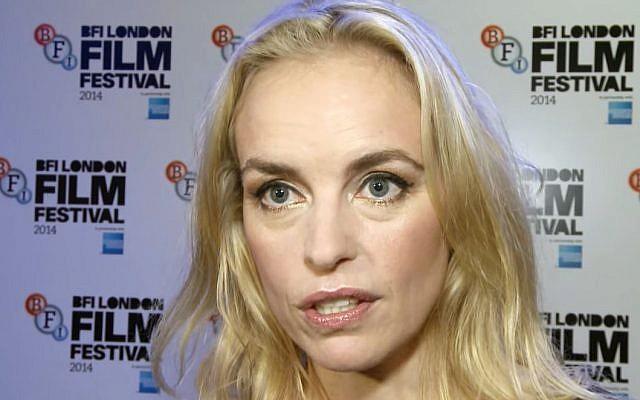 """L'actrice Nina Hoss lors de l'avant-première de """"Phoenix"""" (Crédit: capture d'écran Red Carpet News TV/Youtube)"""