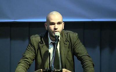 Vincent Vauclin de la Dissidence France lors de la XIème journée Nationale et Identitaire, organisée par Synthèse Nationale à Rungis le dimanche 1er octobre 2017 (Crédit: capture d'écran TV Patriotes/Youtube)