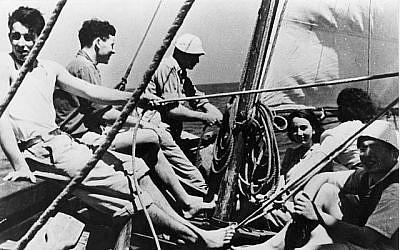 Entraînement naval du Palmach à Césarée, 1944 (archives photographiques du Musée du Palmach, domaine public/Wikimedia Commons)