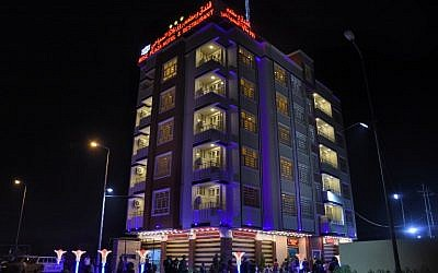 Le Rose Plaza Hotel à Ramadi, la capitale de la province d'Anbar, en Irak, le 3 ocotbre 2018. (Crédit : MOADH AL-DULAIMI / AFP)