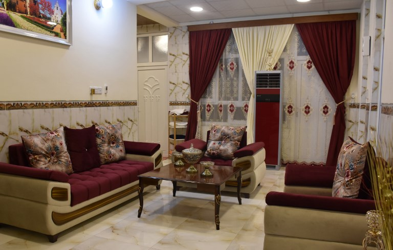 dans l 39 ouest irakien un h tel brise les traditions tribales the times of isra l. Black Bedroom Furniture Sets. Home Design Ideas