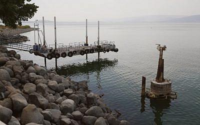 Cette photographie montre la baisse du niveau de l'eau dans la mer de Galilée, le 8 octobre 2018. (JACK GUEZ/AFP)