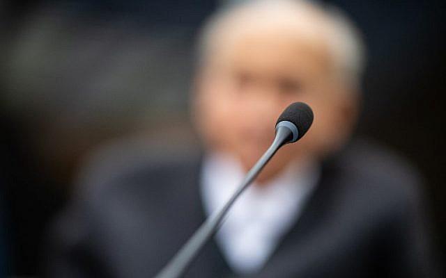 Un ex-SS témoigne lors de son procès à Münster, le 13 novembre 2018. Son visage est flouté à la demande des autorités allemandes. (Crédit : Guido Kirchner / dpa / AFP)