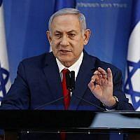Le Premier ministre Benjamin Netanyahu donne une conférence de presse au siège du ministère de la Défense à Tel Aviv le 18 novembre 2018. (Jack Guez/AFP)