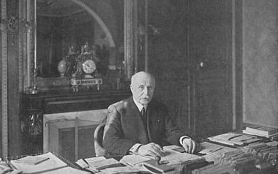 Le maréchal Pétain, vice-président du Conseil, dans son bureau en mai 1940. (Domaine public)