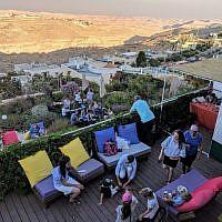 La maison de Lewis Weinger dans l'implantation de Tekoa, qu'il loue via  Airbnb. (Crédit : Meni Lavi)