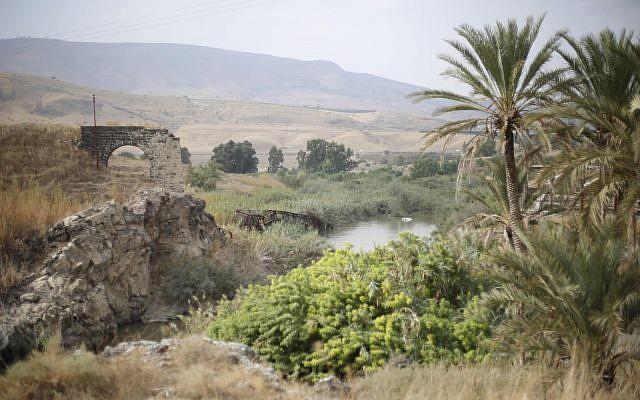 Vue du Jourdain dans la vallée du Jourdain appelée Naharayim, ou Baqura en arabe, dans le nord d'Israël, le 22 octobre 2018. (AP Photo/Ariel Schalit)