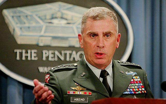 Le Commandant du Commandement central américain, le général John P. Abizaid, s'entretient avec des journalistes au Pentagone, le mercredi 16 juillet 2003 à Washington. (Crédit : AP / Heesoon Yim)