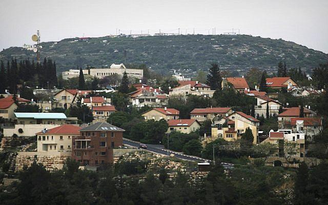 Vue de l'implantation juive Karnei Shomron dans le nord de la Cisjordanie, le 9 avril 2008. (AP Photo/Dan Balilty)