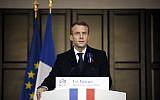 Emmanuel Macron rend hommage à l'écrivain Maurice Genevoix dans le cadre de commémoration du centenaire de la fin de la Première guerre mondiale, le 6 novembre,2018. (Crédit : AP Photo/Francois Mori, Pool)