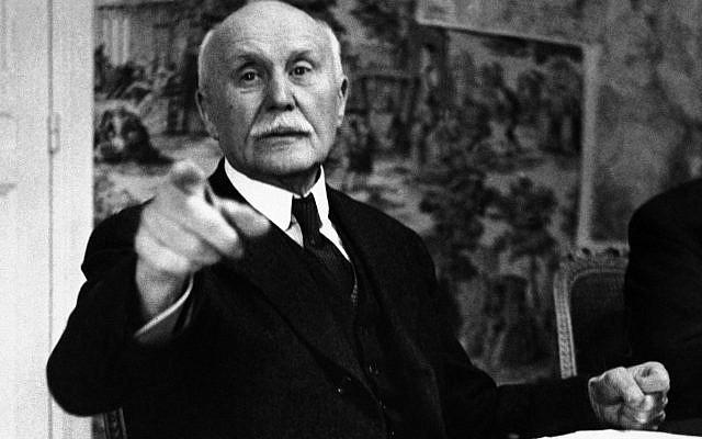 Le maréchal Pétain, le 9,juin 1941 à Vichy. (Crédit : AP/Archives)