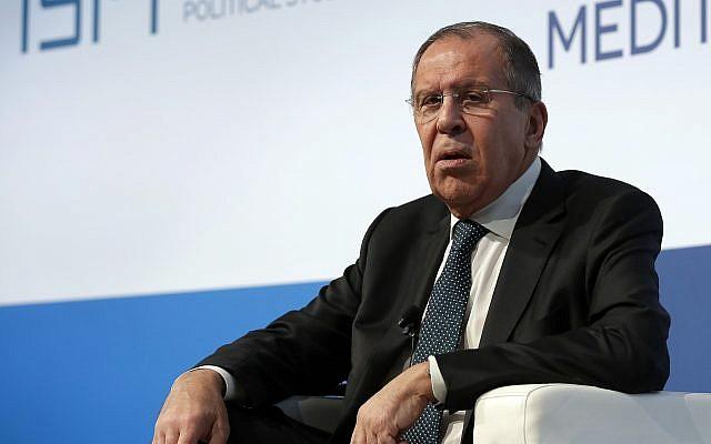 Le ministre russe aux Affaires étrangères  Sergey Lavrov lors de la conférence des dialogues méditerranéens à Rome, le 23 novembre 2018 (Crédit : AP Photo/Alessandra Tarantino)