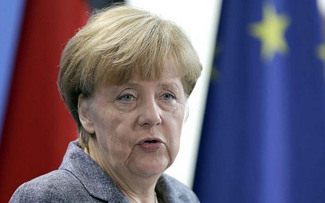 La chancelière allemande Angela Merkel s'exprime après une réunion du comité de la coalition sur les réfugiés en Europe, Berlin, Allemagne, lundi 7 septembre 2015 (Michael Sohn/AP)