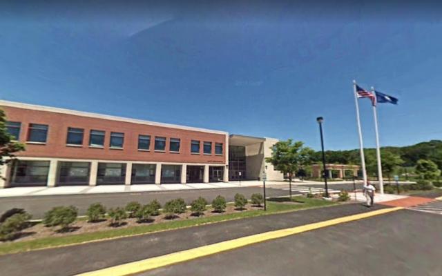 Le lycée Amity de Woodbridge, dans le Connecticut (Capture d'écran : Google Maps)