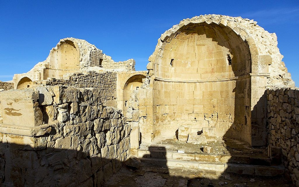 La chapelle de l'église nord de l'époque byzantine à Shivta dans le Néguev. (Crédit : Dror Maayan)