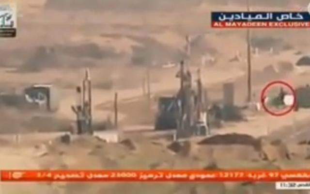 Vidéo d'un attentat à la bombe qui a blessé deux militaires israéliens, diffusée par une télé libanaise, le 17 février 2018 (Crédit : capture d'écran TV connectée au Hezbollah Al-Mayadeen)