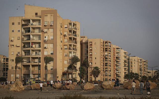 Photo illustrative des bâtiments de Kiryat Yam, près de Haïfa, le 14 septembre 2015. (Hadas Parush/Flash90)