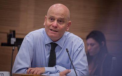 Eyal Yinon, conseiller juridique de la Knesset, assiste à une réunion du comité de la Knesset le 6 juin 2016. (Hadas Parush/Flash90)