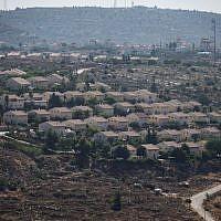Vue de l'implantation de Ofra en Cisjordanie, le 28 juillet 2016. (Hadas Parush/Flash90)