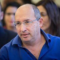 Avi Nissenkorn, dirigeant de la Histadrut, assiste à une audience devant le tribunal national du travail à Jérusalem le 5 décembre 2017 (Yonatan Sindel/Flash90)