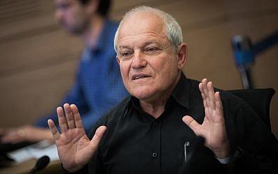 Le ministre des Affaires sociales Haim Katz prend la parole lors d'une réunion du Comité des finances à la Knesset le 5 mars 2018. (Yonatan Sindel/Flash90)