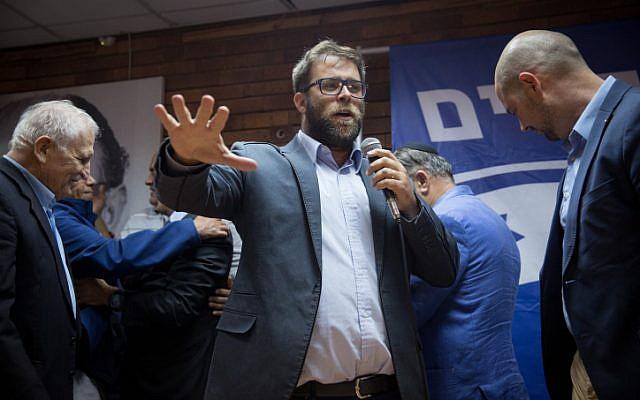 Le député du Likud  Oren Hazan s'exprime à Tel Aviv, le 25 mars 2018 (Crédit :  Miriam Alster/ FLASH90)