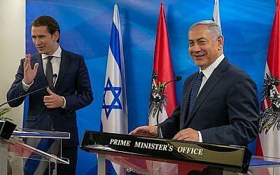 Le Premier ministre Benjamin Netanyahu avec le chancelier autrichien Sebastian Kurz (à gauche) au Cabinet du Premier ministre à Jérusalem, le 11 juin 2018. (Ohad Zwigenberg / Pool / Flash90)