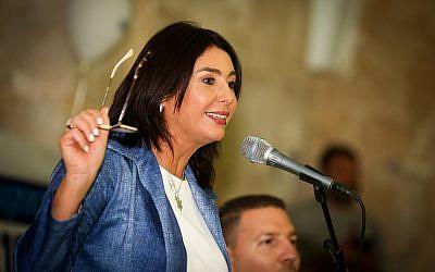 La ministre de la Culture et des Sports, Miri Regev, prend la parole lors d'un événement marquant le Nouvel An juif dans la ville de Safed, au nord d'Israël, le 3 septembre 2018. (David Cohen/Flash90)