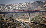 Une vue du train rapide Tel Aviv-Jérusalem dans la vallée HaArazim, aux abords de Jérusalem, le 25 septembre 2018 (Crédit :  Yossi Zamir/Flash90)