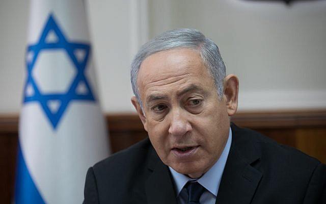 Le Premier ministre Benjamin Netanyahu dirige la conférence gouvernementale hebdomadaire au cabinet du Premier ministre à Jérusalem, le 28 octobre 2018. (Crédit : Ohad Zwigenberg/Yedioth Ahronoth/Flash90)