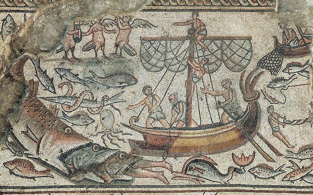 Une mosaïque représentant le prophète Jonas avalé par une baleine, dans la synagogue de Huqoq. (Crédit :Jim Haberman)