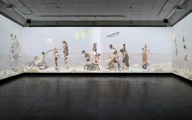 Oeuvre de Meirav Heiman et Ayelet Carmi exposée au musée d'Art de Petah Tikva (Crédit: autorisation)